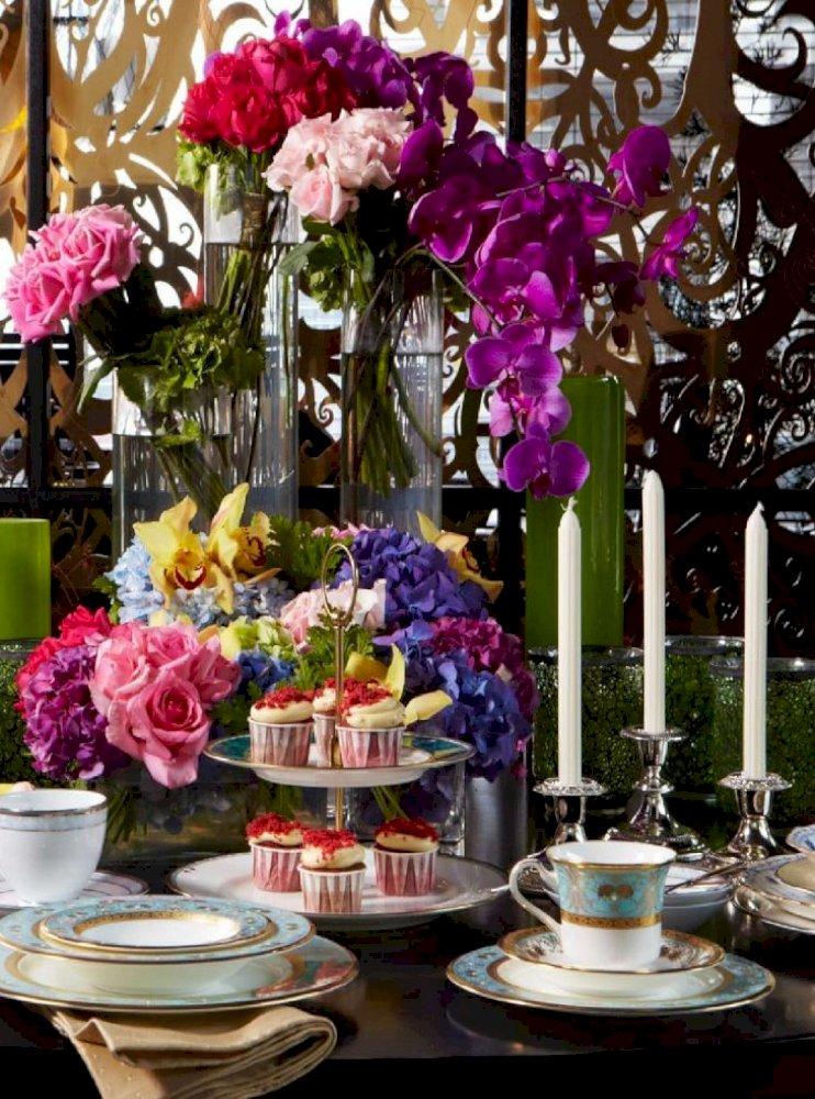 Gubahan Bunga Atas Meja Makan